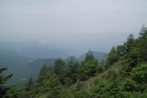 南蔵王林道頂上から望む.JPG